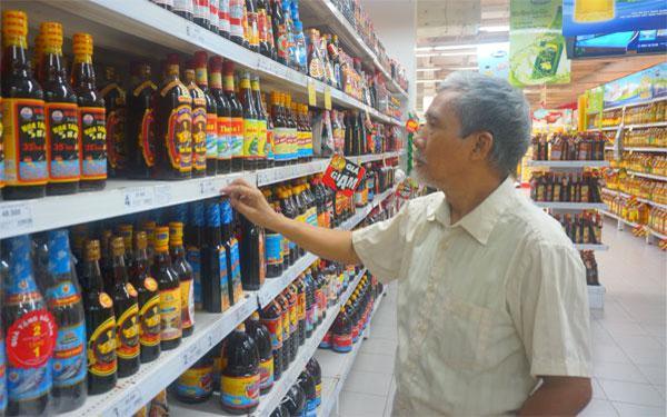 Nước mắm xuất hiện nhiều tại các siêu thị, cửa hàng để đáp ứng nhu cầu tiêu dùng của người dân Việt Nam