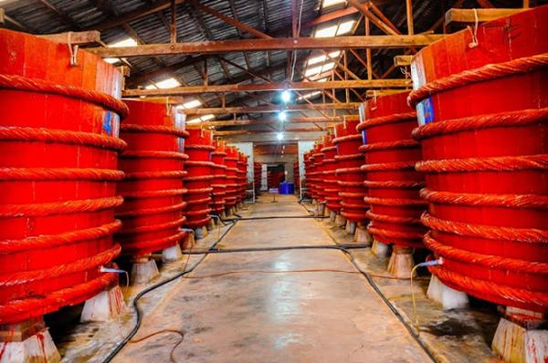 Hình ảnh một xưởng sản xuất nước mắm Phú Quốc