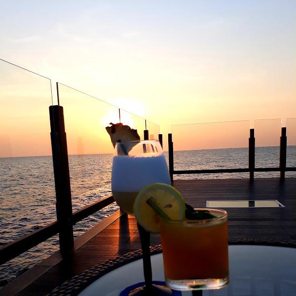 Ngắm hoàng hôn Phú Quốc tại Rock Island Beach Bar