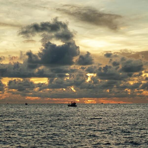 Hoàng hôn Phú Quốc - Chiếc thuyền ngoài xa